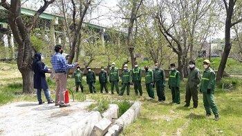 استقرار اکیپ های اطفاء حریق در باغات و بوستان های منطقه2